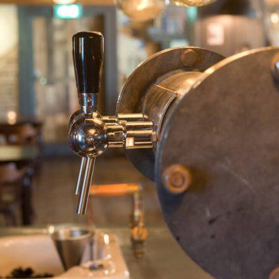 bovenzaal-nostalgie-broccante-feest-huren-bar-zaal-mareveld-tap