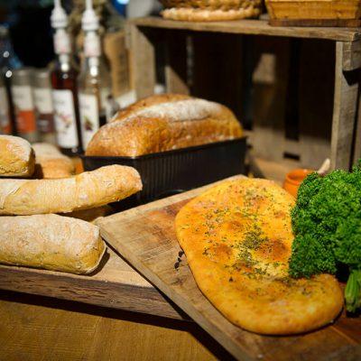 Brood uit eigen houtbroodoven
