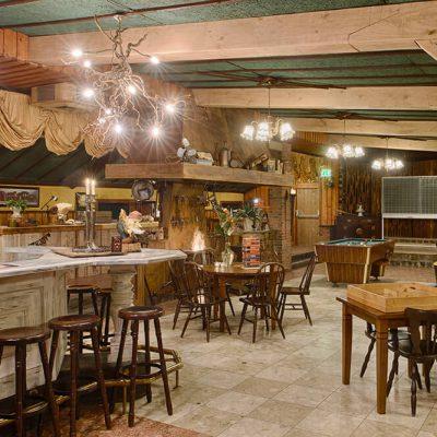 Partycentrum met bar en dansvloer