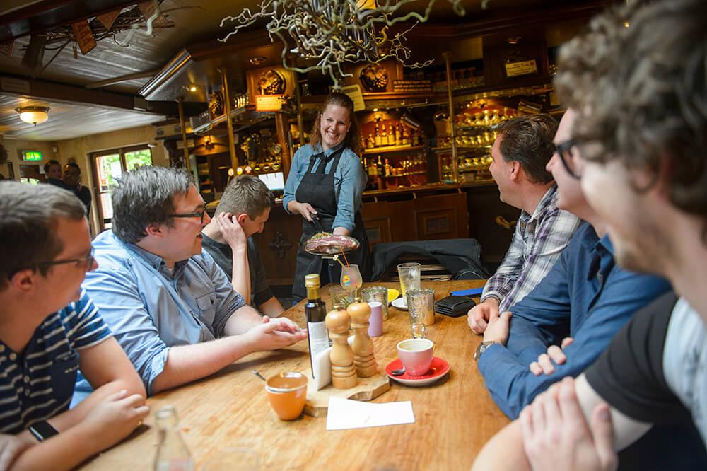 Heerlijkgenieten samen met vrienden of familie in ons eetcafé