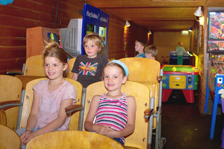 Kindvriendelijk restaurant met indoor en outdoor speeltuin