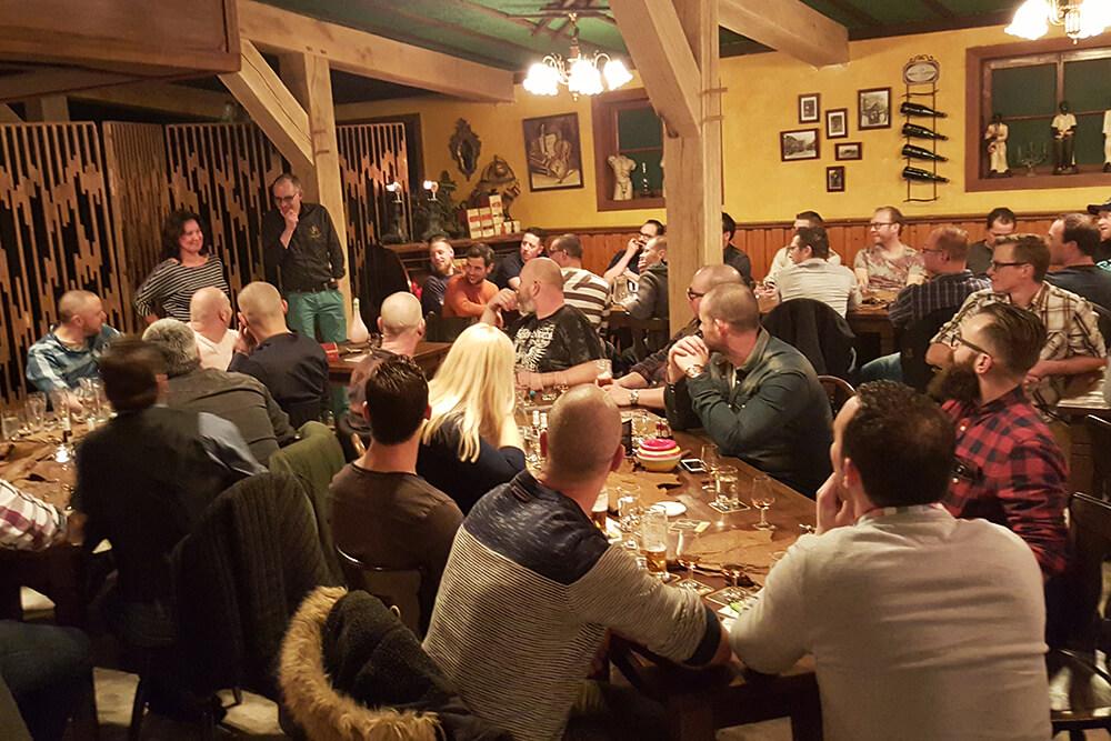 Regelmatig nodigen wij specialisten uit om jullie te introduceren in de wereld van whisky, sigaren en rum.