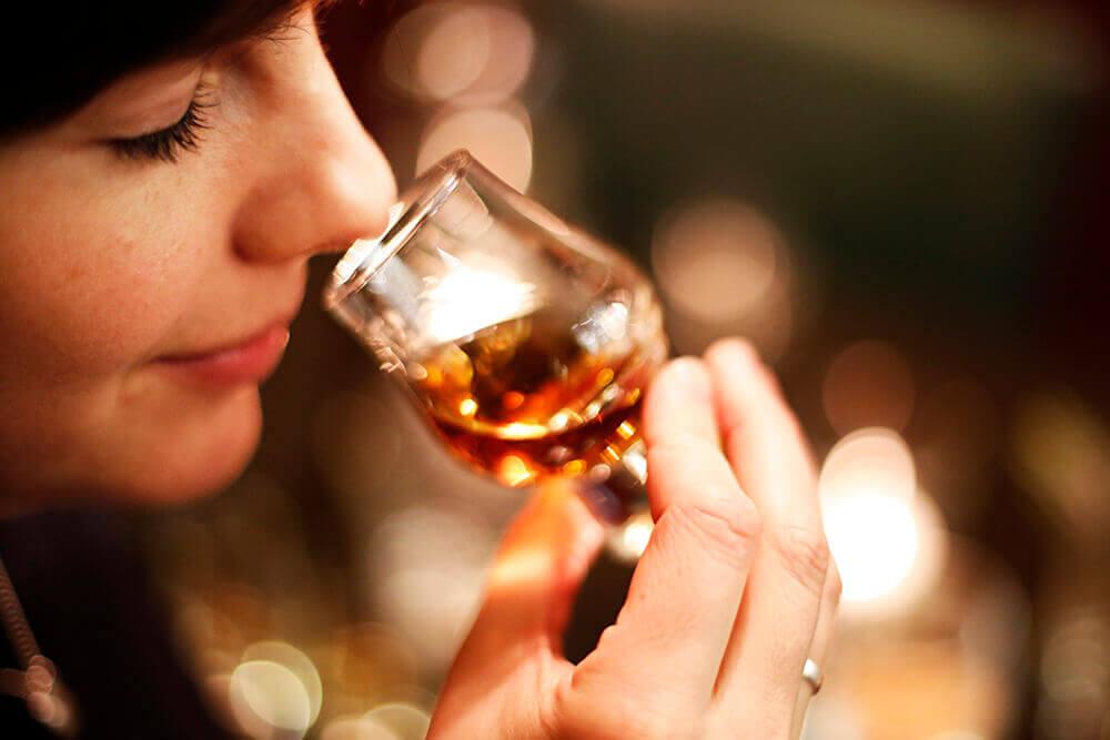 Wij organiseren regelmatig bijzondere workshops en proeverijen: van rum, tot whisky en sigaren.